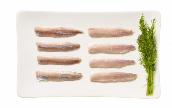 Kalaneuvos tuore nahaton silakkafilee